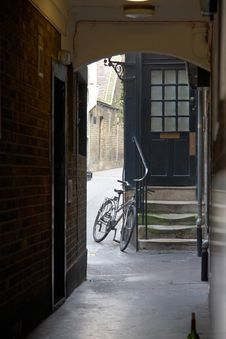 Free Bicycle In Alley Royalty Free Stock Images - 27593189