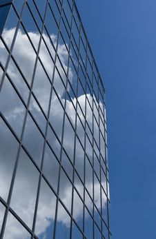 Free Glass Building Reflecting Sky Stock Photography - 2769222