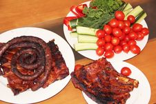Free Grilled Ribs And Sausages With Vegetables Stock Image - 27606111