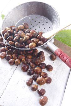 Free Chestnut Royalty Free Stock Photography - 27620817