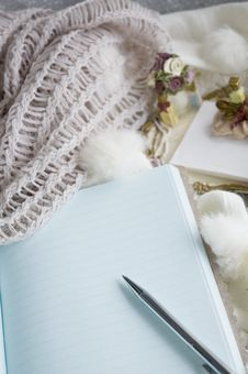 Free Blank Note Book Royalty Free Stock Images - 27622379