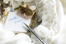 Free With Love Note Put On Scarf Royalty Free Stock Photo - 27622635