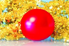 Free Red Christmas Ball Stock Images - 27627314