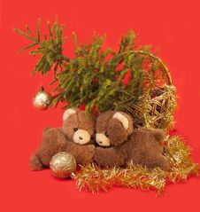 Free Teddy Bears  And Tree. Royalty Free Stock Image - 27639906