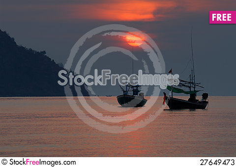Free Fishing Boat On A Sunset. Stock Photos - 27649473