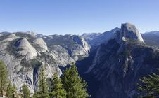 Free Yosemite Valley Panorama On A Beautiful Sunny Day Royalty Free Stock Images - 27644629