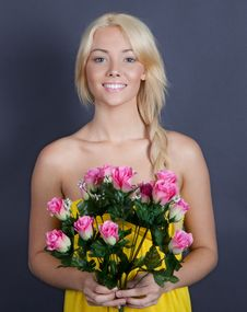 Free Sweet, Pretty Woman Holding Flowers Royalty Free Stock Photos - 27644658