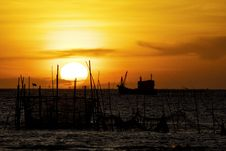 Free Sunset Beyond The Sea Royalty Free Stock Images - 27655839