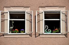 Free Windows Of Salzburg Royalty Free Stock Images - 27668579