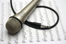 Free Microphone Royalty Free Stock Images - 27670919