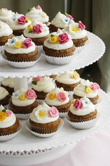 Free Cupcakes With Fondant Flowers Royalty Free Stock Photo - 27681025