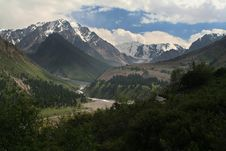 Free Mountain Valley 3 Royalty Free Stock Image - 2771196