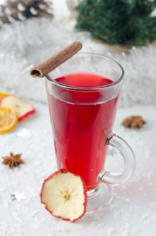 Free Mulled Wine With Cinnamon Stick And Star Anise Stock Images - 27720274