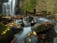 Free Autumn Coloured Valley And Waterfall Royalty Free Stock Photography - 27728767