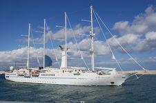 Free Sailing Boat Royalty Free Stock Image - 27741076