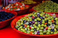 Free Green And Black Olives Compasition In A Red Bowl Royalty Free Stock Photo - 27761135