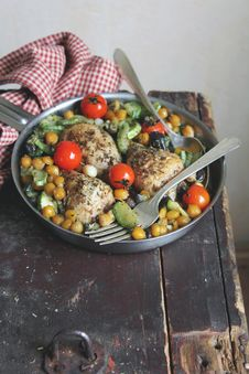 Roasted Chicken With Vegetables And Chickpea Stock Photos