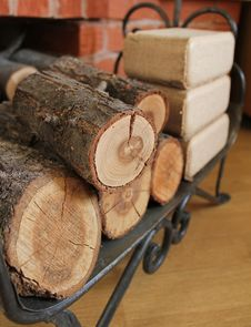 Free Firewood And Briquettes For Heating Royalty Free Stock Photography - 27762987