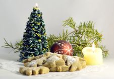 Free Cookies With Conifer And Candle Royalty Free Stock Photo - 27772325