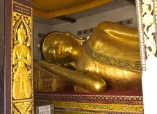 Free The Big Golden Reclining Buddha In The Important Temple Stock Images - 27779274