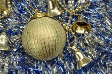 Free Golden Christmas Ball Royalty Free Stock Photo - 27782045
