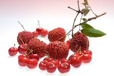 Free Lychee And Cherry Royalty Free Stock Photos - 2785428