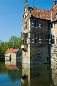 Free Old German Moated Castle Stock Photo - 2786510