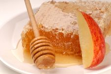 Free Honeycomb And Apple Slice Royalty Free Stock Photography - 2787577