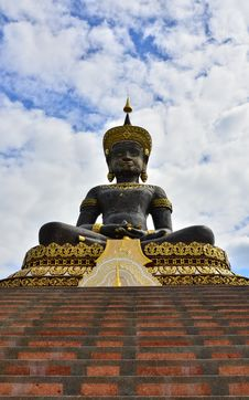Free Big  Buddhist Statue Royalty Free Stock Photo - 27804385
