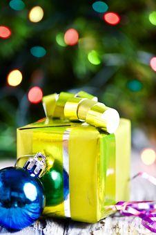 Free Christmas Present Royalty Free Stock Image - 27807476