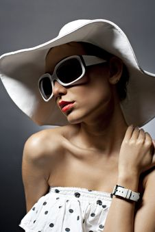 Free Young Beautiful Sexy Woman With Hat And Sunglasses Royalty Free Stock Photo - 27810075