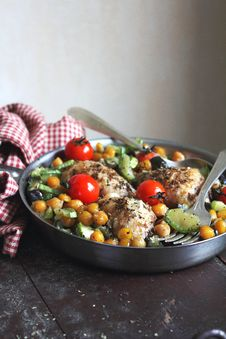 Roasted Chicken With Vegetables And Chickpea Royalty Free Stock Photo
