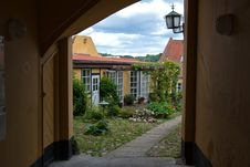 Free Traditional Danish City House Garden Royalty Free Stock Photos - 27849418