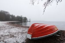Free Red Rowboat Upside Down Stock Photography - 27855332