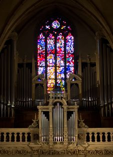 Free Organ And Stained Glass Window Stock Images - 27868354