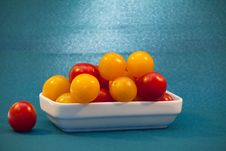 Free Red And Yellow Cherry Tomatoes Stock Photo - 27872510