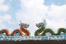 Free Dragon Statues In Chinese Style On Roof Royalty Free Stock Photos - 27879818