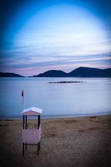 Free Lifeguard Hut At Twilight Stock Images - 27896794
