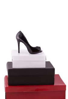 Free High-heeled Black Shoe On Some Boxes Stock Photography - 27897142
