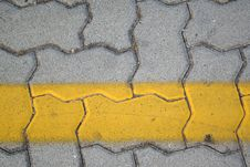 Free Yellow Line Royalty Free Stock Photography - 2795367
