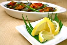 Free Lemon And Mussels Stock Photography - 2795612