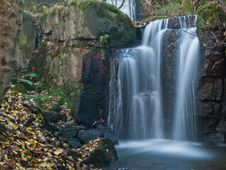 Free Large Autumn Waterfall Stock Images - 27913134