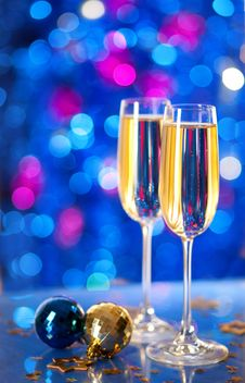 Two Glasses Of Champagne With A Christmas Decor Royalty Free Stock Images