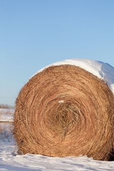 Free Snow-covered Hay Bale Stock Images - 27917804