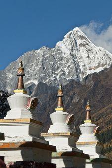 Free A Row Of Tibetan Stupas Stock Image - 27928511
