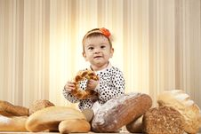 Free Happy Child Eating Bread Royalty Free Stock Image - 27933216