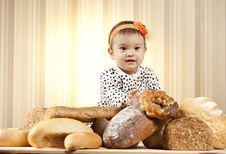 Free Funny Kid Eating Bread Royalty Free Stock Photos - 27933278