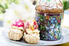 Free Easter Cake With Colorful Eggs And Flowers Royalty Free Stock Photography - 27934717