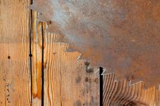 Free Rusty Saw Blade And Wood Royalty Free Stock Photos - 27936758