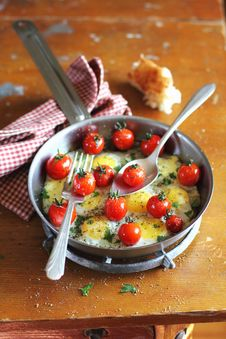 Fried Quail Eggs With Tomatoes And Mozzarela Royalty Free Stock Photography